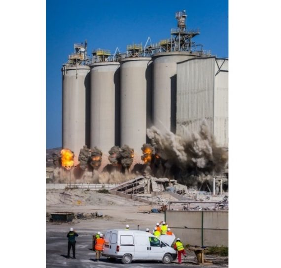 Demolición fábrica de cemento en Lorca